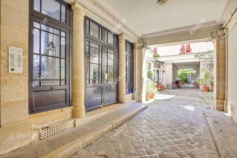 Photo du bien :  à Louer Bureaux 75010 PARIS offre 742996