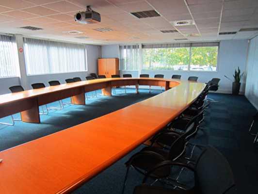 Immeuble de bureaux indépendant de 2413 m²