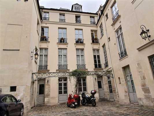 108m² de Bureaux à Vendre à PARIS 75004