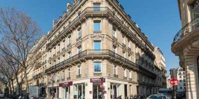 712m² de Bureaux et Boutique à Louer à PARIS 75008
