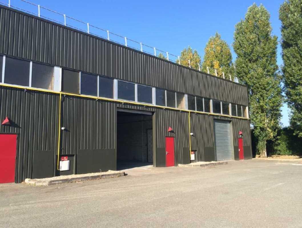 Photo du bien :  à Louer Locaux d'activité 78310 COIGNIERES offre 558376