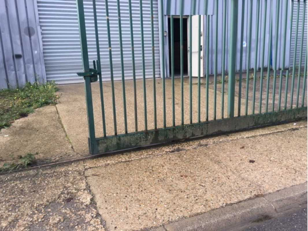 Photo du bien :  à Louer Entrepôt et Locaux d'activité 95420 MAGNY EN VEXIN offre(...)