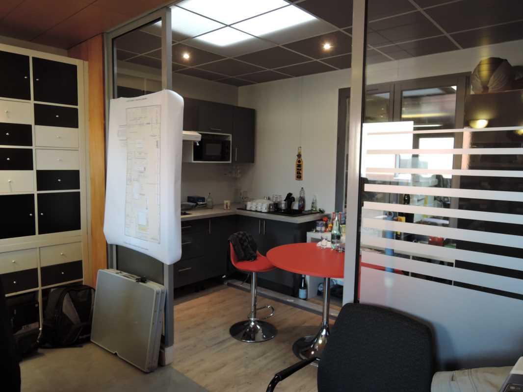 Photo du bien :  à Vendre Locaux d'activité 77330 OZOIR LA FERRIERE offre 609004