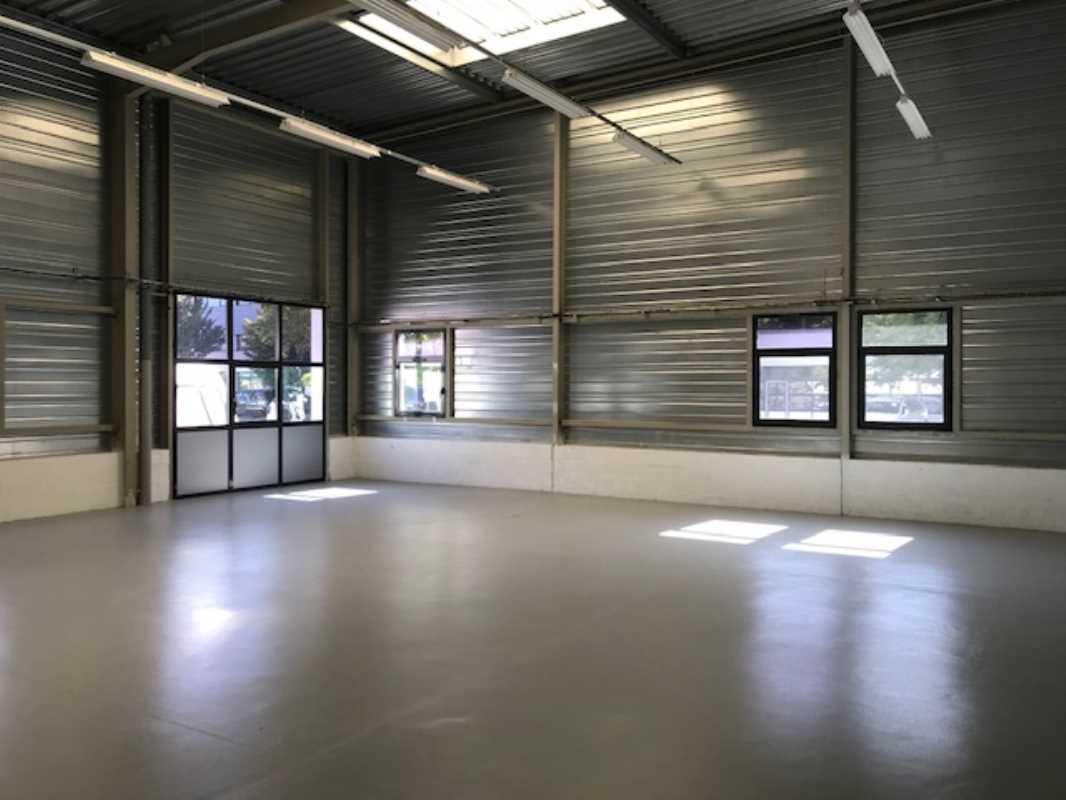 Photo du bien :  à Vendre Locaux d'activité 91280 SAINT PIERRE DU PERRAY offre(...)