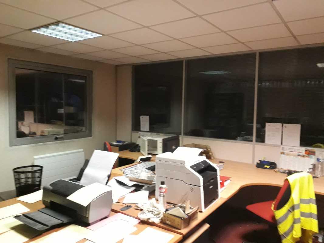 Photo du bien :  à Vendre Locaux d'activité 91140 VILLEBON SUR YVETTE offre(...)