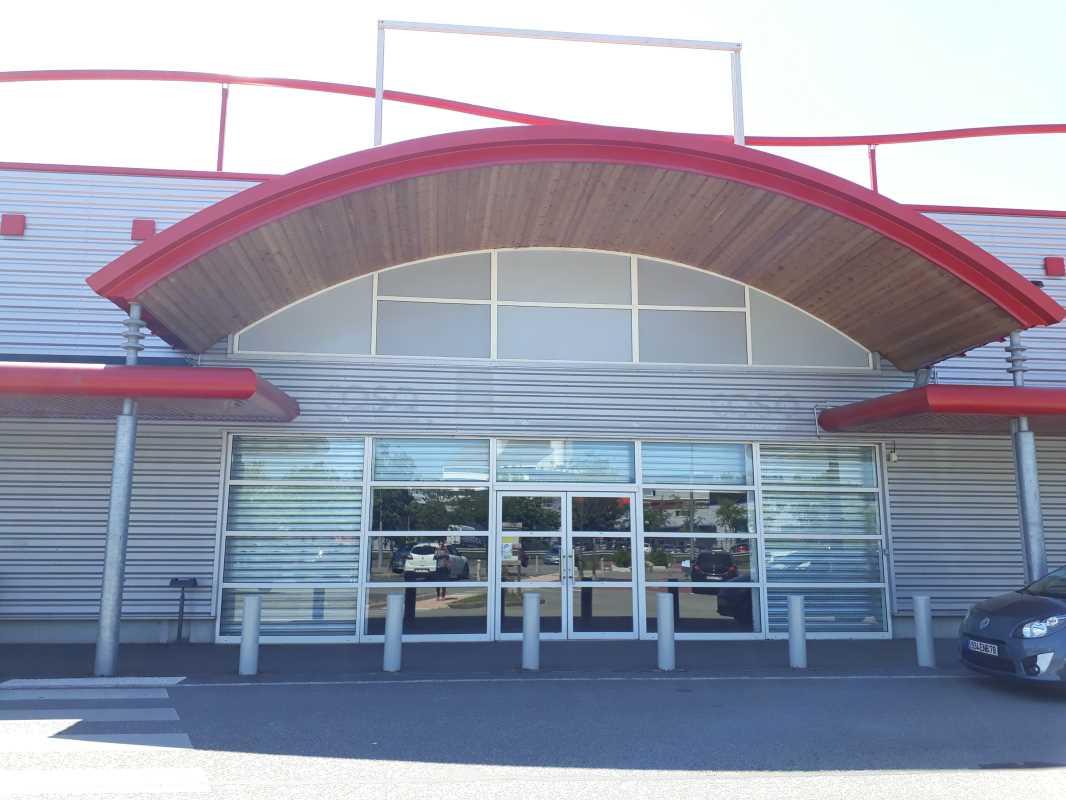 Photo du bien :  à Louer Locaux commerciaux 78310 MAUREPAS offre 702178