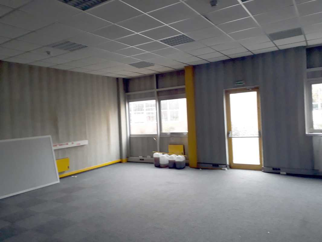 Photo du bien :  à Louer Locaux d'activité 91940 LES ULIS offre 742518