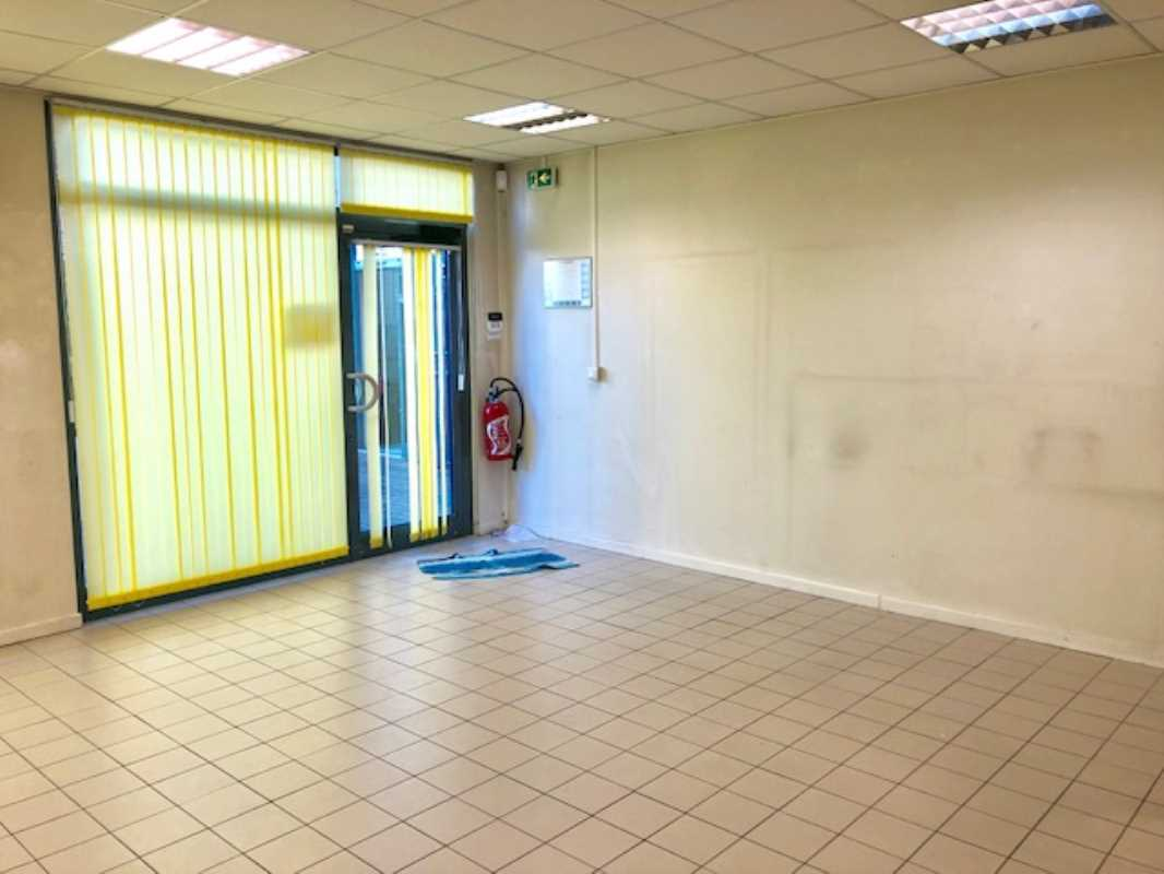 Photo du bien :  à Vendre Locaux commerciaux 95300 PONTOISE offre 749199