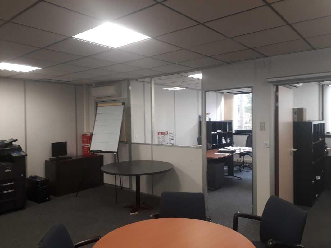 Photo du bien :  à Vendre Activités et Bureaux 91140 VILLEBON SUR YVETTE offre(...)