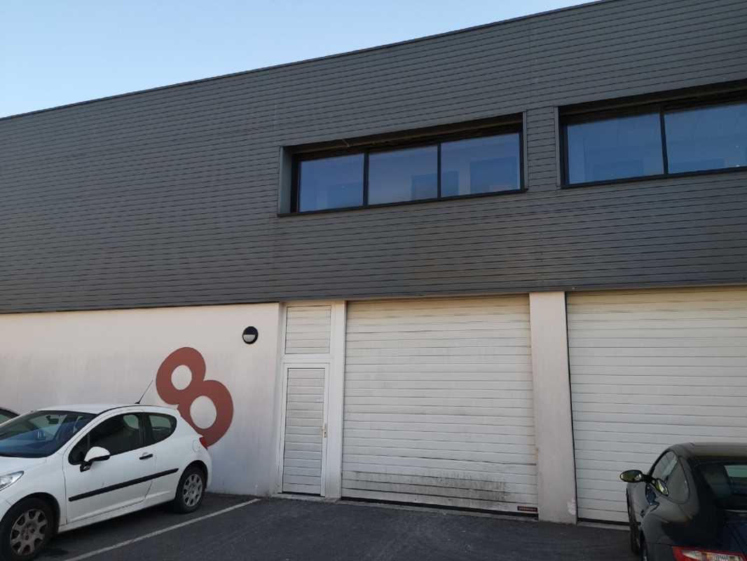 Photo du bien :  à Louer Locaux d'activité 93370 MONTFERMEIL offre 786561