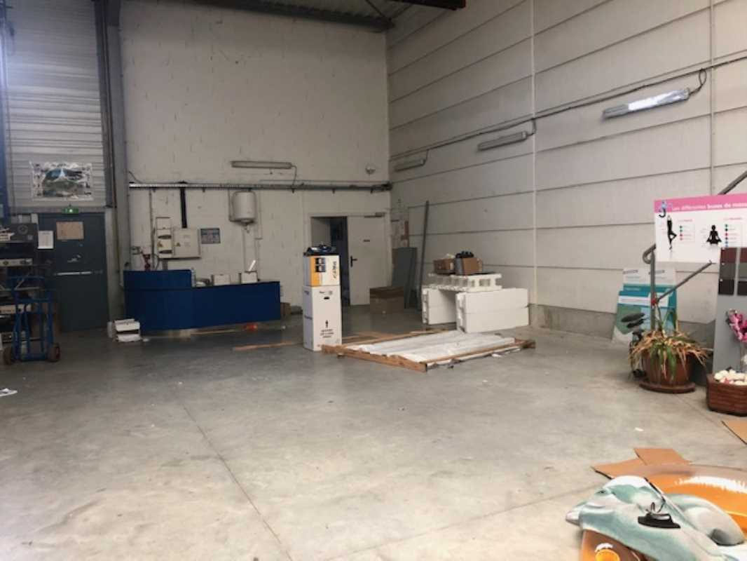 Photo du bien :  à Louer Locaux d'activité 60230 CHAMBLY offre 790214
