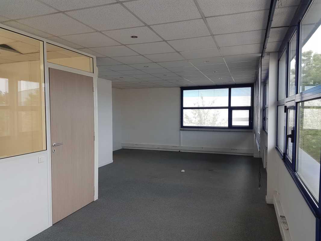 Photo du bien :  à Louer Entrepôt et Locaux d'activité 91700 SAINTE GENEVIEVE DES BOIS(...)