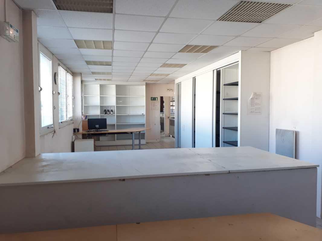 Photo du bien :  à Vendre Locaux d'activité 93370 MONTFERMEIL offre 805810