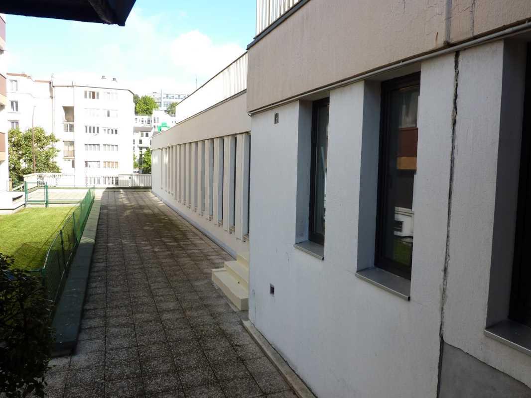 Photo du bien :  à Vendre ou à Louer Bureaux et Locaux commerciaux 92310 SEVRES offre(...)