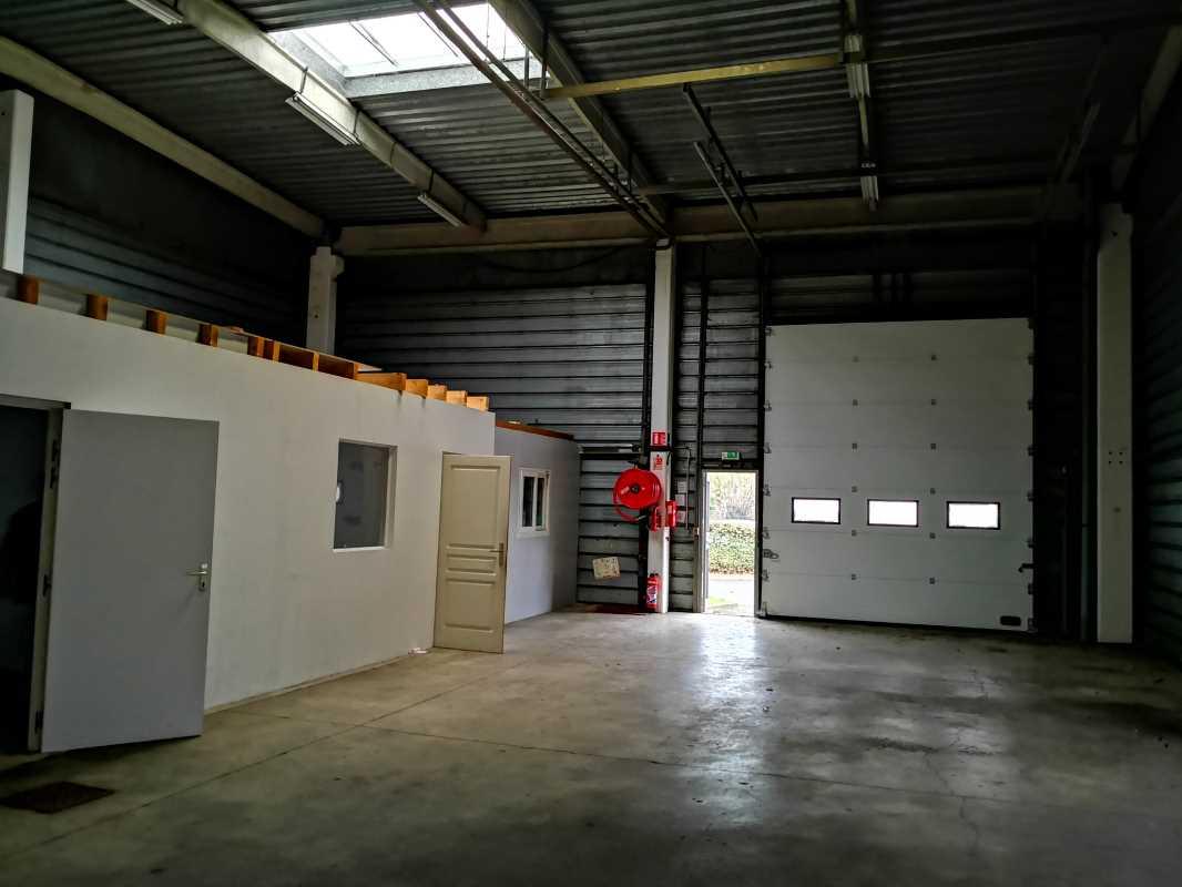 Photo du bien :  à Vendre Locaux d'activité 91070 BONDOUFLE offre 858767