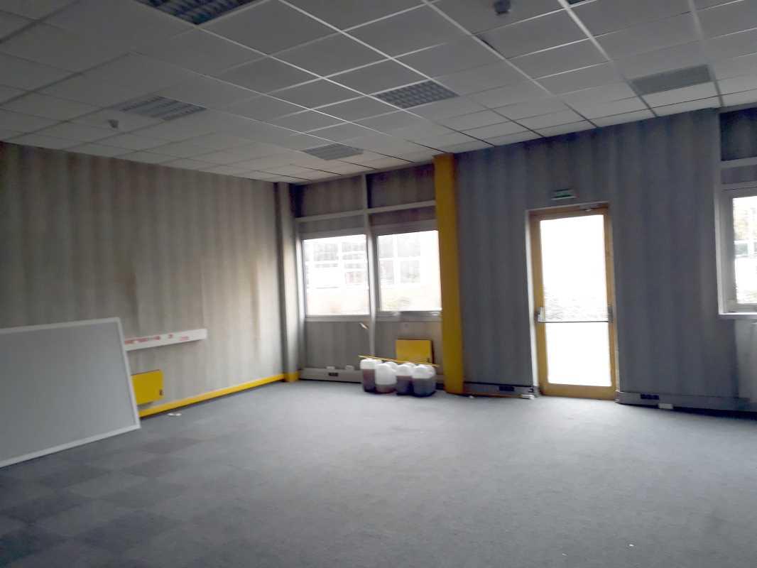 Photo du bien :  à Louer Locaux d'activité 91940 LES ULIS offre 868434