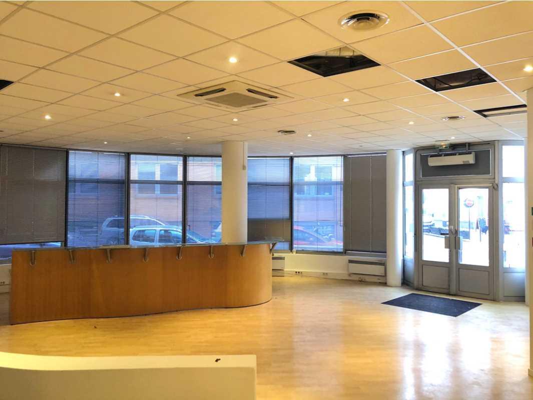 Bureaux de 1569 m² À vendre à Levallois-Perret
