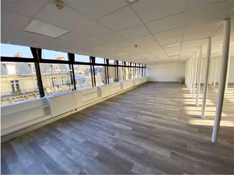 Bureaux de 166 m² À louer à Paris 17e Arrondissement