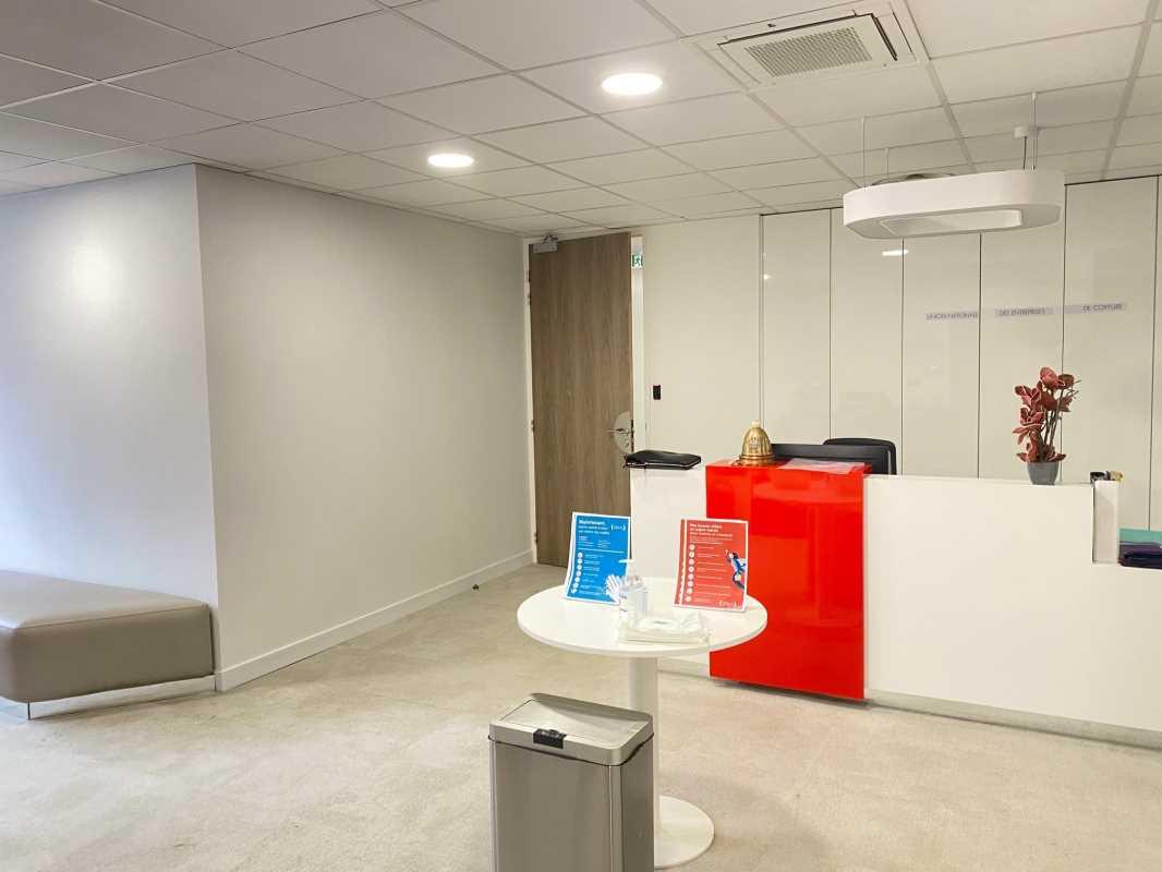 Bureaux de 196 m² À louer à Paris 16e Arrondissement