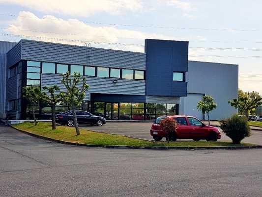 Bureaux à Louer 402 m2 VILLENEUVE LES BOULOC